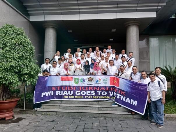 PWI Riau Studi Jurnalistik Goes To Vietnam. (Foto: ist)