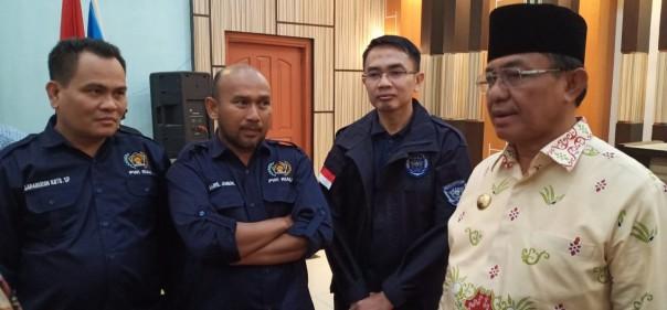 Bupati Inhil HM Wardan bersama jajaran pengurus PWI Riau. (Foto: ist)