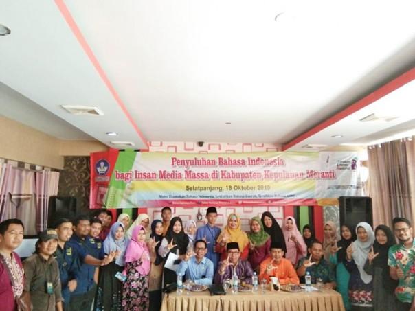 Foto bersama pada acara Penyuluhan Bahasa Indonesia (PBI) bagi Insan Media Massa di Kabupaten Kepulauan Meranti. /IST