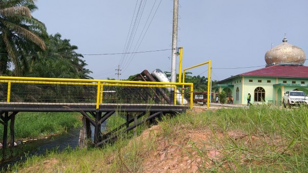 Pengguntingan pita oleh Camat Rantau Kopar Samsuri dan  GM Corporate Affairs Assets PT CPI,  Sukamto Tamrin .(dok)