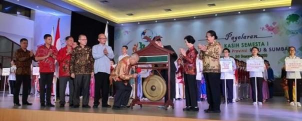 Penasihat INLA Provinsi Riau dan Sumbar, Wijanto membuka secara resmi Semarak  Seni Budaya  Kasih Semesta I se- Riau dan Sumbar. (Foto/dok)