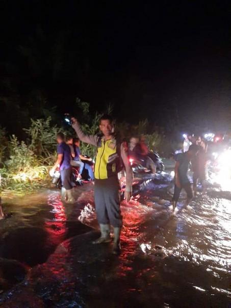 Ruas jalan Rengat-Tembilahan terendam luapan air Sungai Indragiri/int