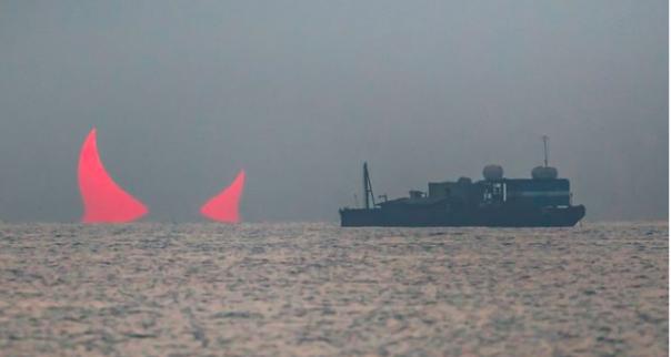 Foto matahari yang terbit seperti tanduk setan, saat ini viral di medsos. Foto: int