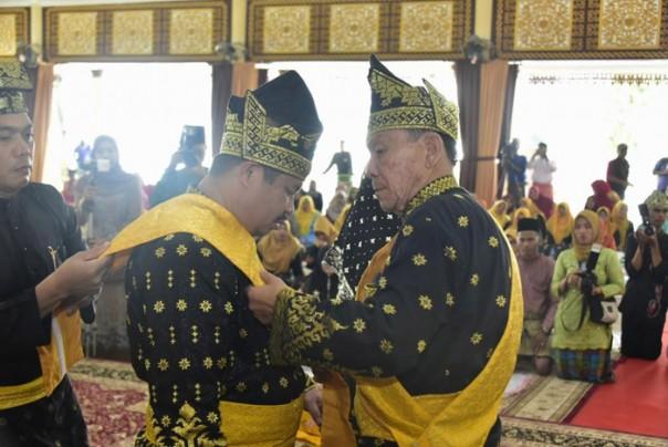 Bupati Bengkalis Amril Mukminin  resmi menyandang gelar Tuan Sri Setia Amanah Junjungan Negeri /ist