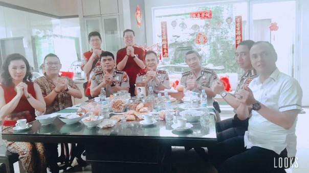 Indahnya Kebersamaan Pada Open House Imlek di Kediaman Stephen Sanjaya dan Peng Suyoto