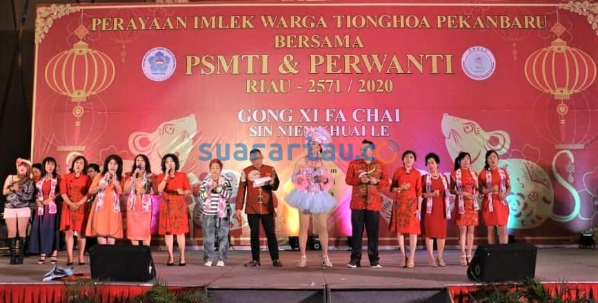 Imlek Bersama Perwanti Riau  Hadirkan Artis Elvin dan Nyanyi Bersama ' Wuhan Semangat