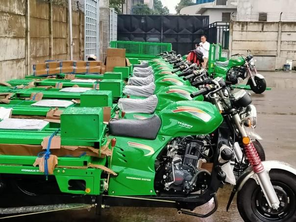 KLHK melalui Direktorat Jenderal Pengelolaan Sampah Limbah dan B3 (PSLB3), menyumbang 10 (sepuluh) unit motor roda 3 (tiga) kepada PMI Pusat. /ist