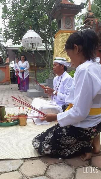 Upacara riatual Melasti di Pura jagdnatha Pekanbaru Jalan Rawa Bening hanya dilakukan oleh perwakilan pengurus pura dan pengurus PHDI RIau, Minggu (22/3/2020)