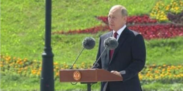 Putin tampil perdana di depan publik saat masih penguncian