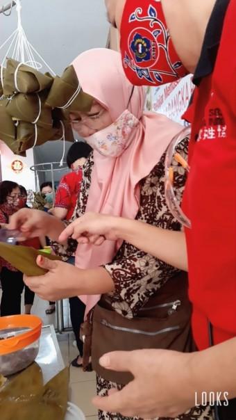 Dalam Rangka Festival Kue Cang 2020, PSMTI Pekanbaru Gelar Pelatihan Memasak Kue Cang Halal