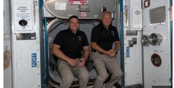 Bob Behnken (kiri) dan Doug Hurley (kanan) diluncurkan ke stasiun luar angkasa pada akhir Mei.(int)