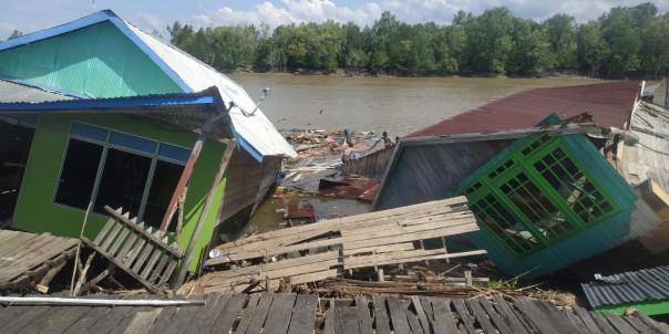 4 Rumah di Kecamatan Tanah Merah Ambruk Masuk ke Sungai/IST