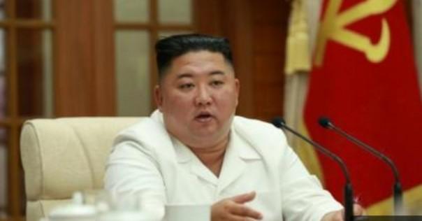 KIM Jong Un muncul dan menepis rumor akhir-akhir ini yang mengatakan kesehatannya terganggu.