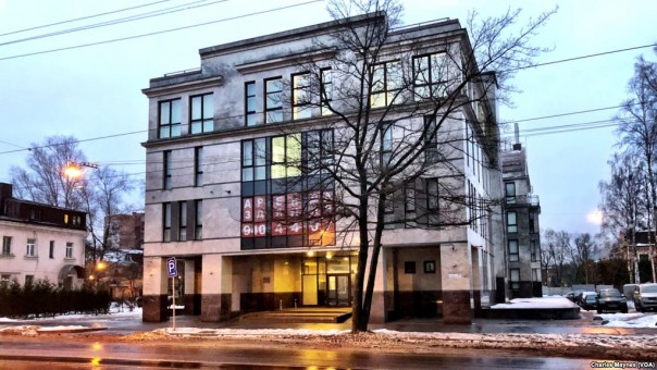 Salah satu kantor agensi di 55 Savushkina Street di Saint Petersburg, Rusia