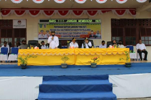 Bupati Pelalawan HM. Harris bersama Ketua DPRD Kabupaten Pelalawan Adi Sukemi, ST.MM melakukan kunjungan kerja ke Kecamatan Kuala Kampar/ist