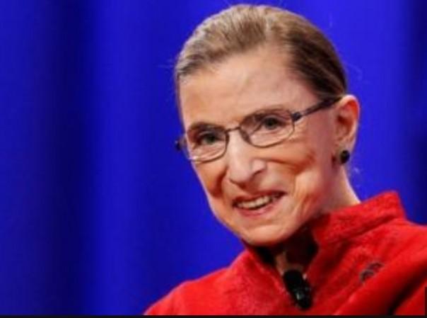 Ruth Bader Ginsburg, seorang pejuang hak-hak perempuan, adalah hakim tertua di Mahkamah Agung AS