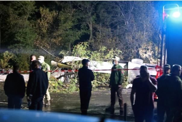 An-26, yang membawa 28 orang, jatuh saat mendarat di bandara di Chuhuiv, sekitar 400km (250 mil) timur ibukota Kyiv.(foto/reutres)