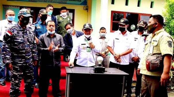 Bupati Pelalawan H.M.Haris meresmikan pelayanan listrik di Kecamatan Kuala Kampar/suarariau