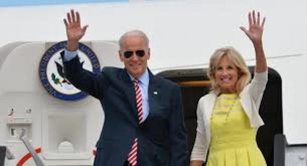 Joe Bide dan istrinya Jill Biden