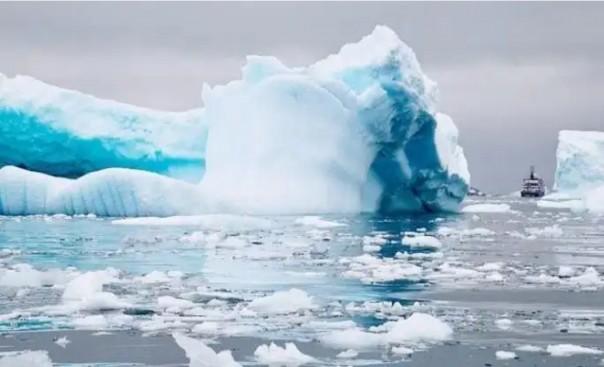 Gunung Es mulai mencair