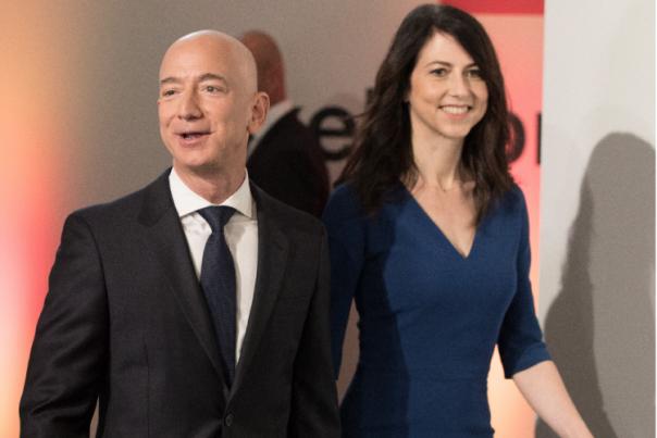 Baru-baru ini, Jeff Bezos dikabarkan menjadi orang paling kaya sejagat. Bahkan, digadang-gadang jadi triliuner pertama di dunia. Tak hanya Bezos, sang mantan istri, MacKenzie Scott, juga baru saja dinobatkan sebagai wanita terkaya di dunia. Praktis, keduanya kini disebut sebagai mantan pasangan terkaya di dunia saat ini. (int)