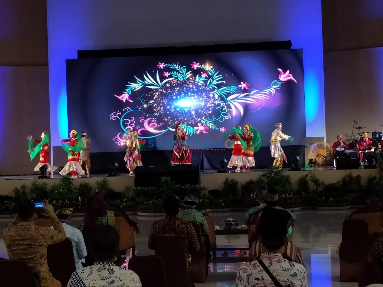 Tari Ratu Sinuhun persembahan Daerah Palembang, Peserta Rakernas JKPI yang berlangsung di Gedung Daerah Sultan Syarif Kasim II Siak