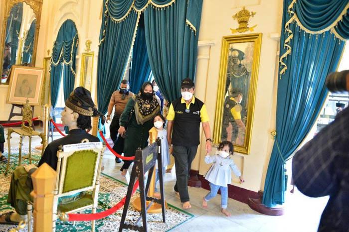 Wisata Istana Siak Kembali Dibuka, Gubri Pesan Pengunjung Taat Prokes/ist