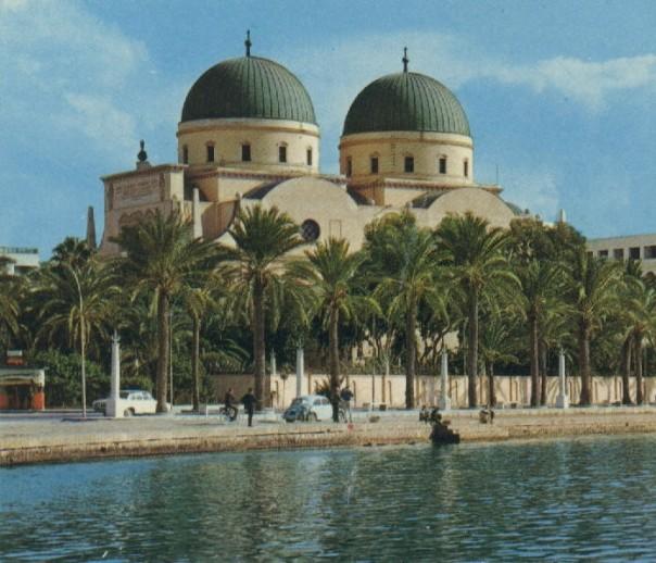 Katedral Tengara Benghazi, di tengan kota Pesisir Timur Libya.Negosiasi Libya  diselenggarakan PBB di Jenewa.