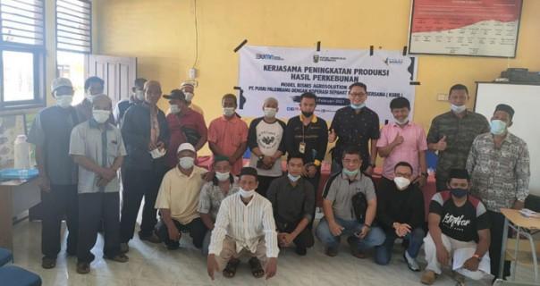Sosialisasi kerjasama model Agrosolution antara PT Pusri Palembang dengan Pengurus dan Anggota Koperasi Sepahat Berkah Bersama di Aula Kantor Desa Sepahat, Sabtu (13/2/2021)./ist