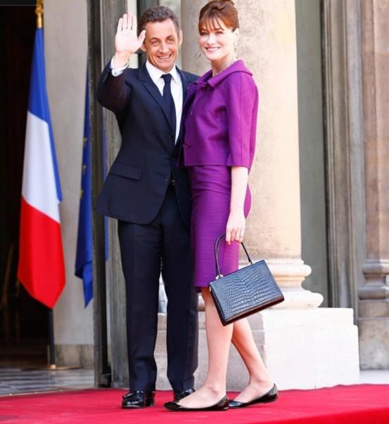Mantan Presiden  Perancis Nicholas Sarkozy bersama istri Carla.Bruni.((Foto:Hello)