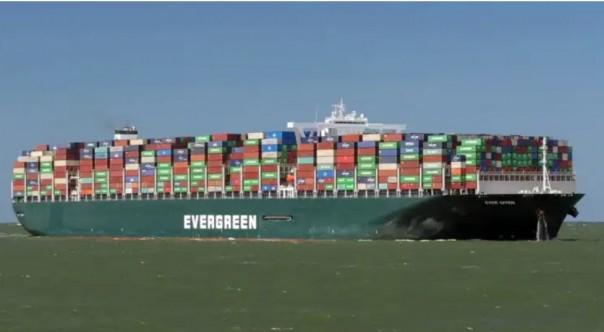 Angkatan Laut AS Akan Kirim  Tim ke Terusan Suez Untuk Bantu Kapal Yang Terjepit