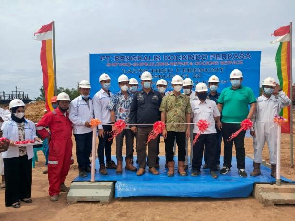 Foto bersama saat Launching Ceremony Perdana TB Barakuda 01 022 produksi perdana PT. BDP, Kamis 1 April 2021.