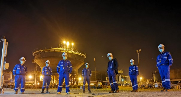 Ditengah situasi  pandemi  oara pekerja PT CPI tetap bekerja memenuhi kebutuhan energi dan menopang pendaratan negara dari sektor hulu migas.Tampak para pekerja PT CPI di lapangan Duri, Roau.