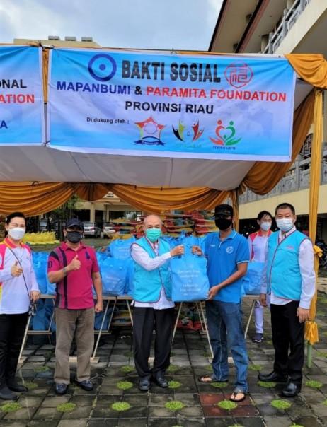 MAPANBUMI dan PARAMITA Foundation  Riau Salurkan  1117 Paket Sembako