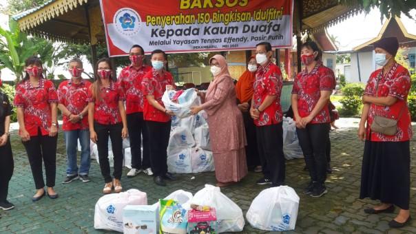 Yayasan Tenas Effendi Kembali Terima 150 Paket Lebaran Dari PSMTI Riau, Paket Diserahkan Dengan Prokes Yang Ketat