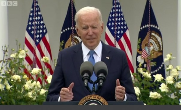 Joe Biden Umumkan Kelonggaran Penggunaan Masker.Bag Yang Divaksin  Penuhi
